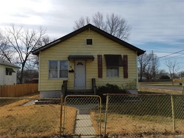 100 E 3rd Street, Hartford, IL 62048 (#18014364) :: Sue Martin Team
