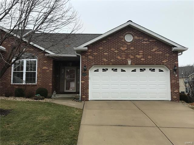 124 Briar Ridge, Collinsville, IL 62234 (#18014643) :: Sue Martin Team