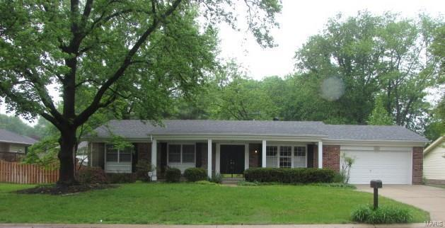 49 Forest Crest Drive, Chesterfield, MO 63017 (#18016035) :: The Kathy Helbig Group