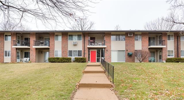 9015 Villaridge Court A, St Louis, MO 63123 (#18016168) :: Clarity Street Realty