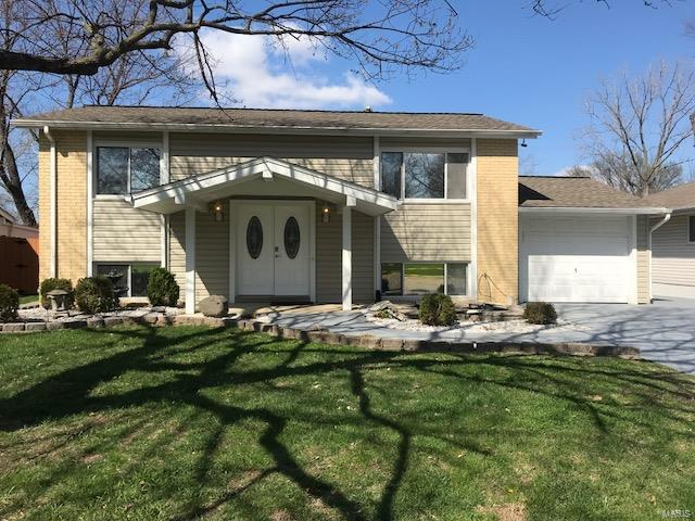12403 Roth Hill Drive, Maryland Heights, MO 63043 (#18031690) :: St. Louis Finest Homes Realty Group