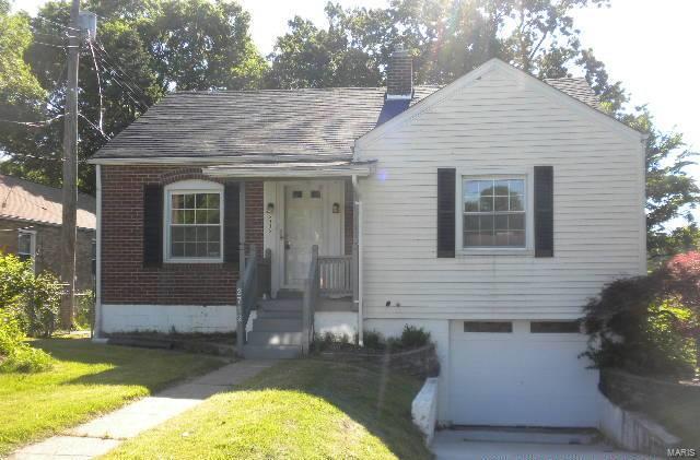 2712 Wismer Avenue, St Louis, MO 63114 (#18044794) :: Sue Martin Team