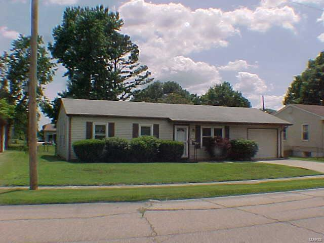 2436 Saint Clair Avenue, Granite City, IL 62040 (#18047682) :: Clarity Street Realty