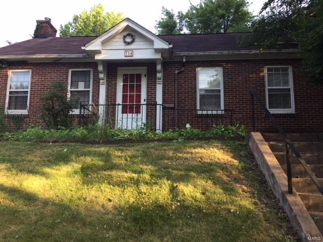 714 E Washington Street, Belleville, IL 62220 (#18049099) :: Holden Realty Group - RE/MAX Preferred