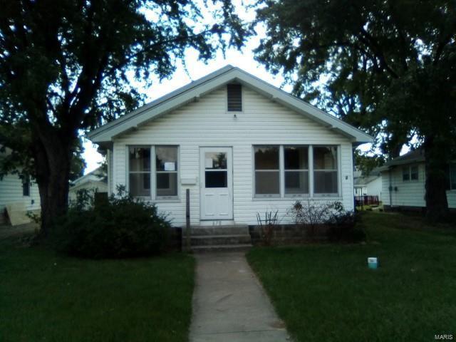 670 E Penning Avenue, Wood River, IL 62095 (#18076907) :: Walker Real Estate Team