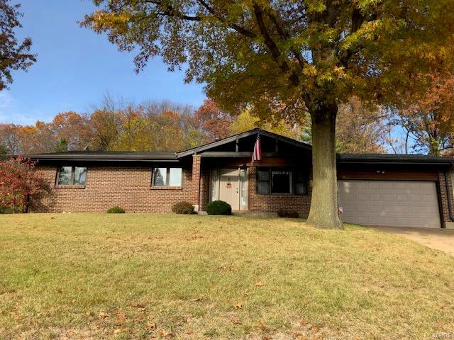 70 W Lakewood Drive, Fenton, MO 63026 (#18088770) :: PalmerHouse Properties LLC