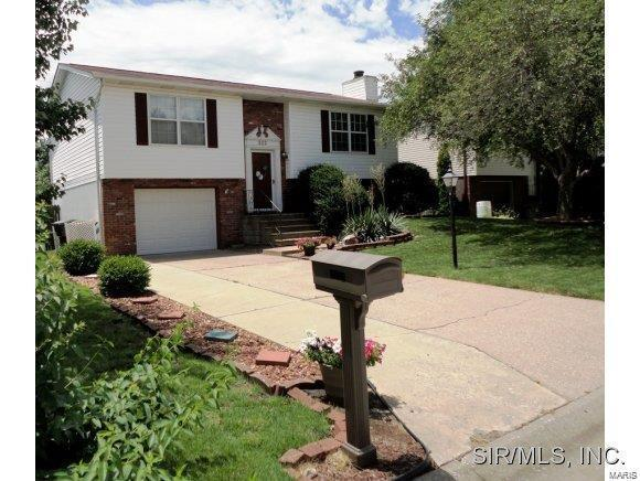 2112 Tampico Drive, Belleville, IL 62221 (#19032693) :: The Becky O'Neill Power Home Selling Team