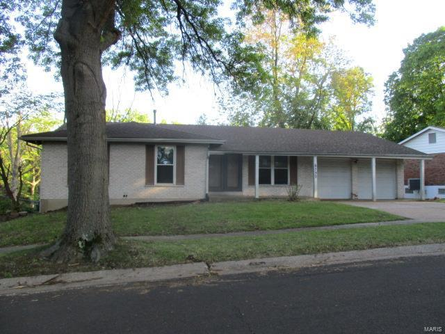 6732 Mignon Drive, Florissant, MO 63033 (#19035159) :: The Becky O'Neill Power Home Selling Team