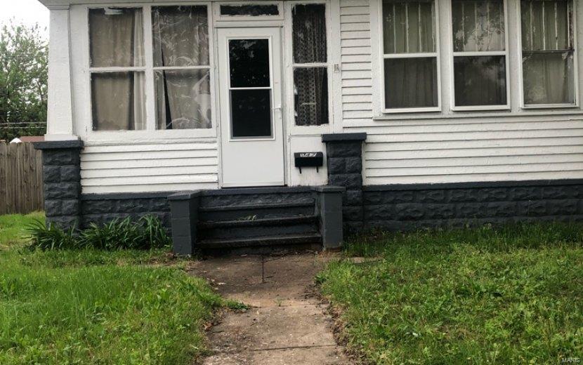 547 Whitelaw Avenue - Photo 1