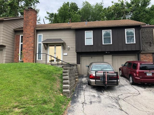 6629 Cracklewood, Florissant, MO 63033 (#19047047) :: Holden Realty Group - RE/MAX Preferred