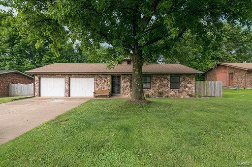 25 Villa Drive, Belleville, IL 62223 (#19047248) :: Holden Realty Group - RE/MAX Preferred