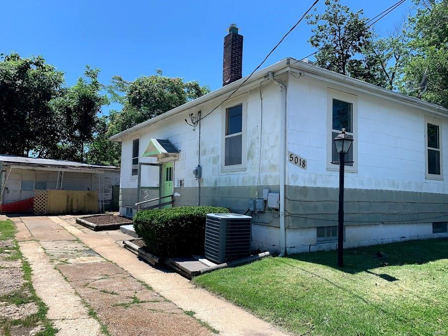 5018 Lakewood Avenue - Photo 1