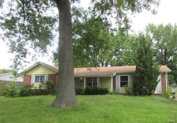 2385 Greenbriar Drive, Florissant, MO 63033 (#19071379) :: Clarity Street Realty