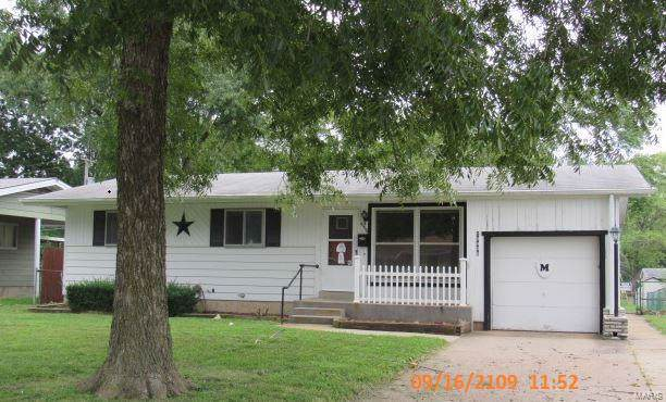 10406 Hobkirk Drive, St Louis, MO 63137 (#19071412) :: Clarity Street Realty