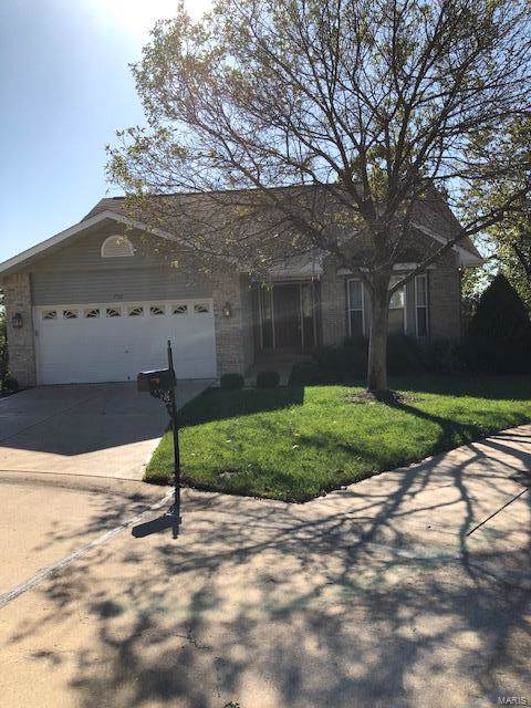 700 Edgewood Terr, Lake St Louis, MO 63367 (#19077892) :: The Kathy Helbig Group