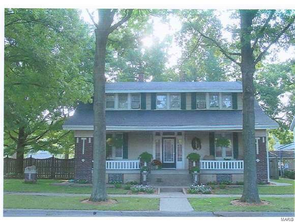 1317 Pine Street, Highland, IL 62249 (#19084127) :: Holden Realty Group - RE/MAX Preferred