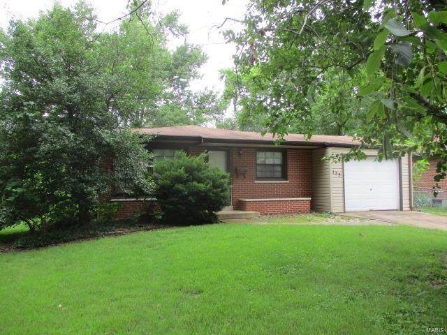 135 Saint Benedict Lane, Florissant, MO 63033 (#20047887) :: The Becky O'Neill Power Home Selling Team