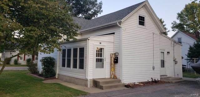 20 E Kentucky Street, TRENTON, IL 62293 (#20069113) :: The Becky O'Neill Power Home Selling Team