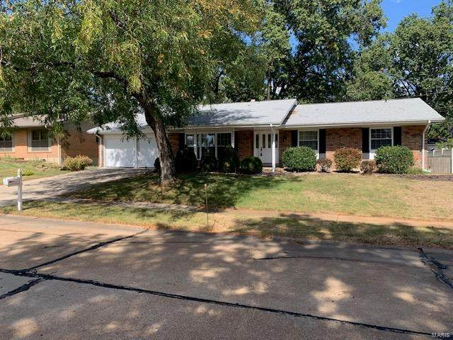 2825 Flamewood, St Louis, MO 63129 (#20075622) :: Clarity Street Realty