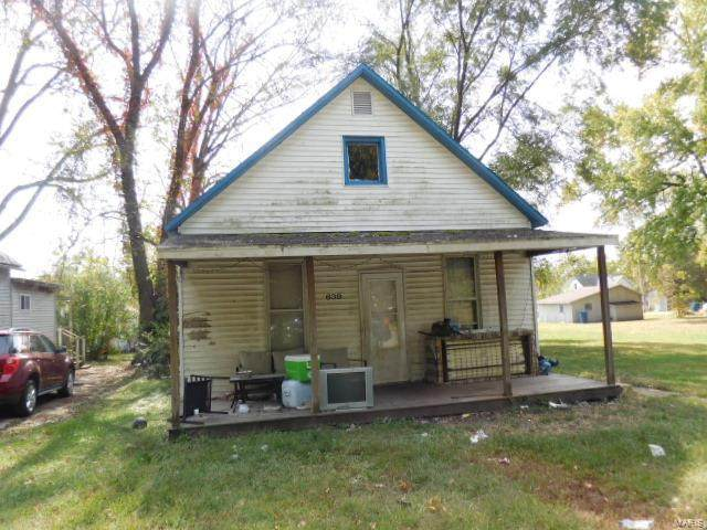 639 W 6th Street, Centralia, IL 62801 (#20078584) :: Parson Realty Group
