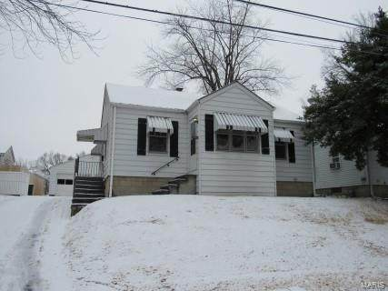 3302 Oakwood Avenue, Alton, IL 62002 (#21009271) :: Tarrant & Harman Real Estate and Auction Co.