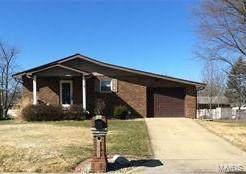 111 E Airwood Drive, East Alton, IL 62024 (#21010031) :: Tarrant & Harman Real Estate and Auction Co.