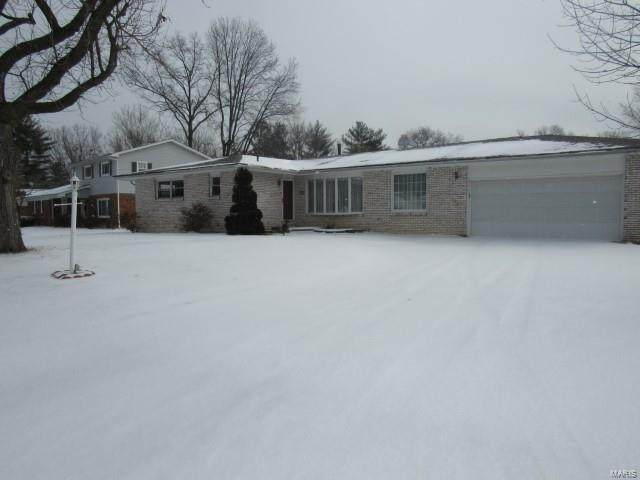 4713 D'adrian Court, Godfrey, IL 62035 (#21010110) :: Tarrant & Harman Real Estate and Auction Co.