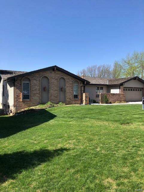 4 Dixie Way, Saint Charles, MO 63303 (#21022873) :: The Becky O'Neill Power Home Selling Team