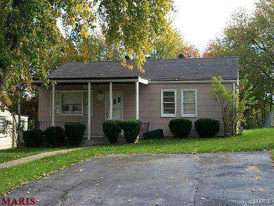 7458 Castro, St Louis, MO 63135 (#21022933) :: Parson Realty Group