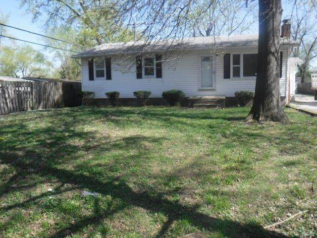 218 Hutchings Drive, Cahokia, IL 62206 (#21023915) :: Tarrant & Harman Real Estate and Auction Co.