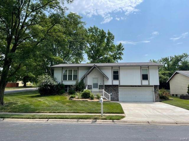 2912 Westminister, Saint Charles, MO 63301 (#21042265) :: Kelly Hager Group | TdD Premier Real Estate