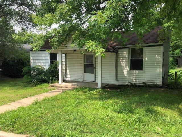 2421 N 8th Street, Saint Charles, MO 63301 (#21052267) :: Jeremy Schneider Real Estate