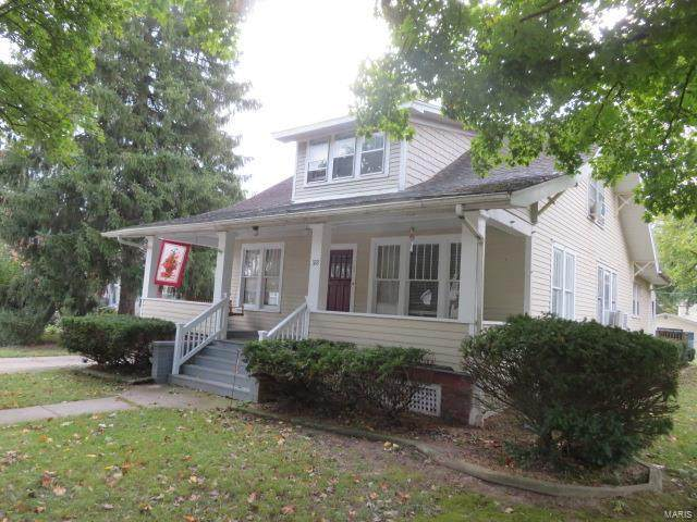 322 E Tremont, Hillsboro, IL 62049 (#21058950) :: The Becky O'Neill Power Home Selling Team
