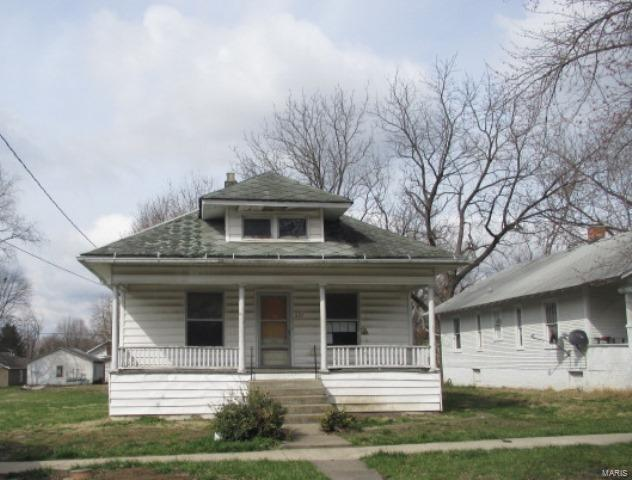 621 S 18th Street, Mount Vernon, IL 62864 (#17022153) :: Clarity Street Realty