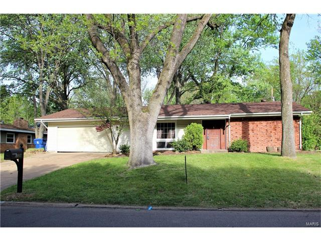 1558 Rathford Drive, St Louis, MO 63146 (#17030670) :: Clarity Street Realty