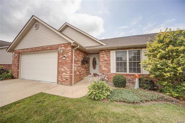 7718 Baxter Drive, Belleville, IL 62223 (#17054718) :: PalmerHouse Properties LLC