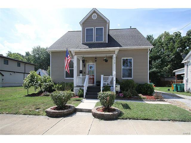 710 W Main Street, Mascoutah, IL 62258 (#17059990) :: Holden Realty Group - RE/MAX Preferred