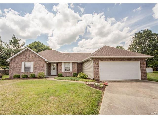 33 Michelle Drive, Mascoutah, IL 62258 (#17060686) :: Holden Realty Group - RE/MAX Preferred