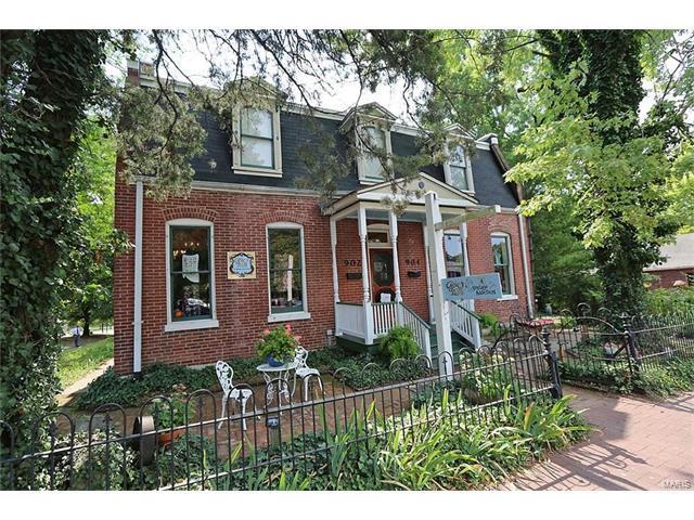 902 S Main Street, Saint Charles, MO 63301 (#17061614) :: Sue Martin Team