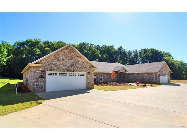 2923 Shadow Wood Lane, Cape Girardeau, MO 63701 (#17082175) :: Sue Martin Team