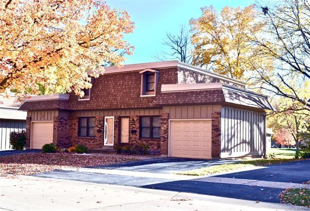 11846 Charlemagne Drive, Maryland Heights, MO 63043 (#17087626) :: Clarity Street Realty