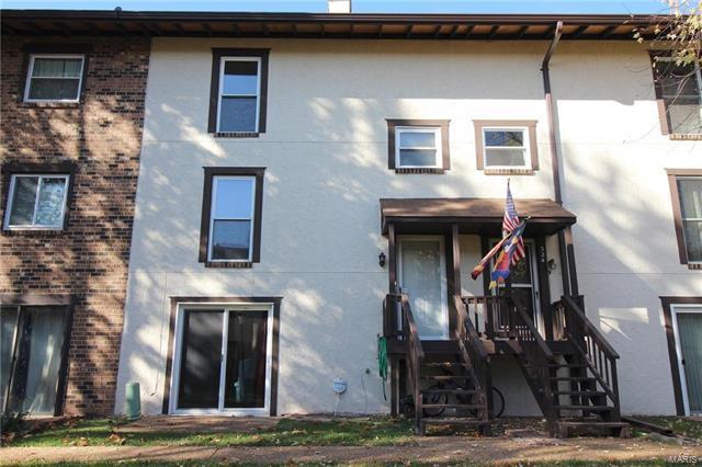 323 Carmel Woods Drive, Ellisville, MO 63021 (#17090300) :: Clarity Street Realty