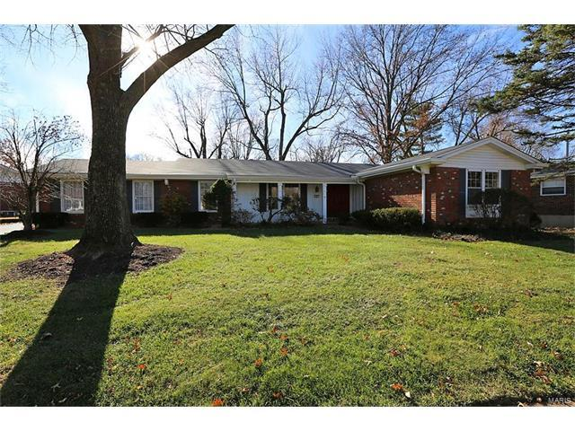 6 Foxhunt Drive, Chesterfield, MO 63017 (#17091755) :: The Kathy Helbig Group