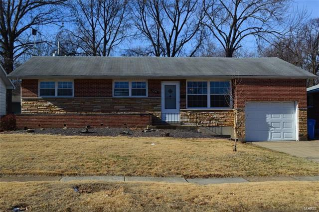 1225 Spring Valley Drive, Florissant, MO 63033 (#18003633) :: Clarity Street Realty