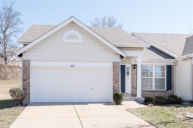 3217 Country Hollow Drive, St Louis, MO 63129 (#18010514) :: PalmerHouse Properties LLC