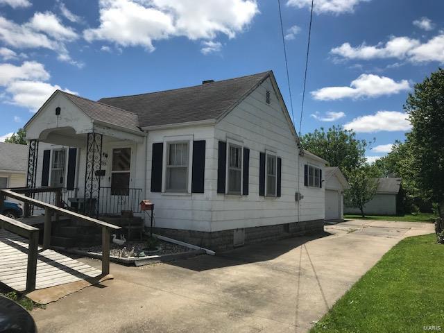 300 E Prairie Street, Jerseyville, IL 62052 (#19038389) :: Peter Lu Team