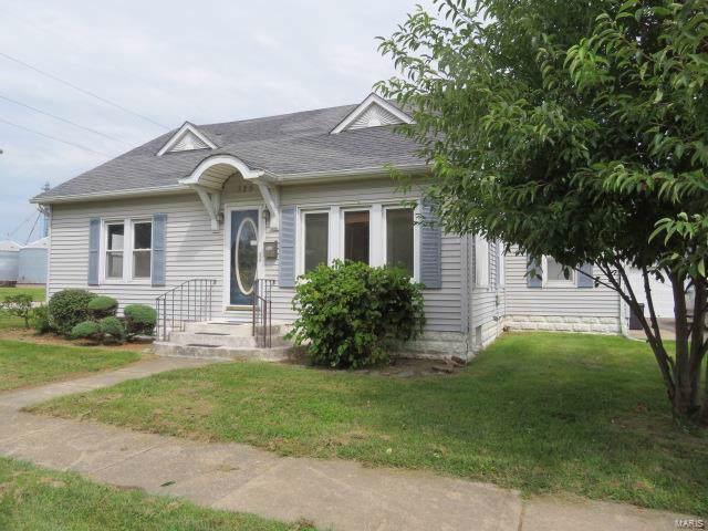 325 W Tyler Avenue, LITCHFIELD, IL 62056 (#19074029) :: Peter Lu Team