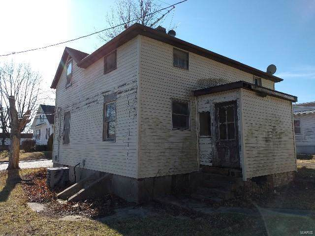 753 Jefferson, Ste Genevieve, MO 63670 (#19089459) :: Sue Martin Team