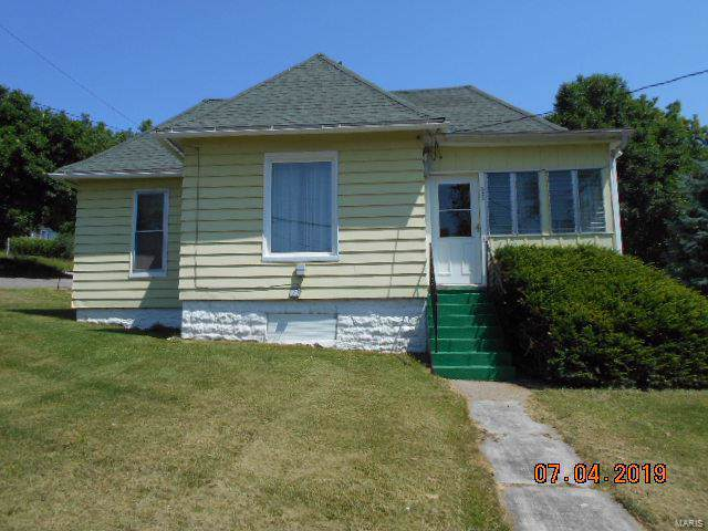 322 W Terrace Ave., Hannibal, MO 63401 (#19041407) :: The Becky O'Neill Power Home Selling Team