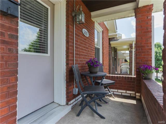 6010 Wanda Avenue, St Louis, MO 63116 (#17040919) :: Clarity Street Realty